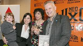 Třetí manželka Vladimíra Ráže s dcerou, vnukem a Rážovým synem z prvního manželství.