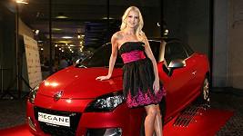 Jitka Nováčková a luxusní auto, které nabourala.
