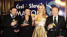 Karel Gott, Petr Kolář, Monika Bagárová a Gábina Gunčíková si připili koktejlem.