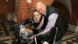 Šťastní rodiče se svým synem Jonášem.