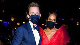 Toma Hiddlestona doprovodila na udílení cen Tony partnerka Zawe Ashton.