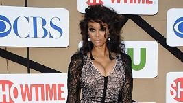 Tyra Banks se mačkala v příliš těsných šatech.