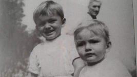 Poznáte chlapečka vpravo?
