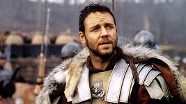 Gladiátor je vysazený na porcelánové hrníčky.