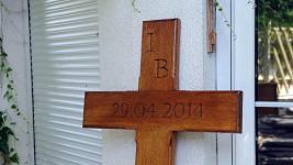 Iveta Bartošová bude mít brzy na místě své smrti tento pomník v podobě kříže.