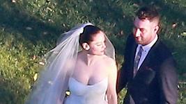 Rose McGowan ve svatebním.