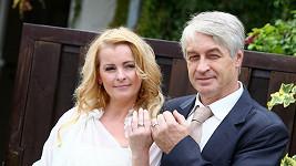 Iveto, ten prsten máš na špatném prstu!