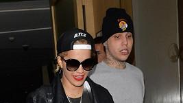 Rita Ora odchází z klubu s Richardem Hilfigerem.