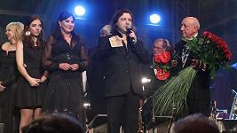 Anička Slováčková s bratrem a rodiči