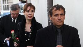Jiří Krejčík pohřeb - Tereza Kostková a Petr Kracik