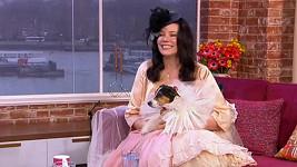 Amanda Rodgers se svou psí chotí vystoupila v televizním pořadu.