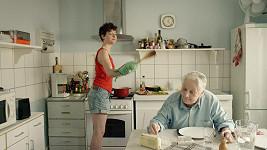 Claude Gensac (vpravo) ve filmu Baden Baden. Byla to její poslední filmová role.