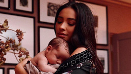 Shay Mitchell s dcerou Atlas Noa