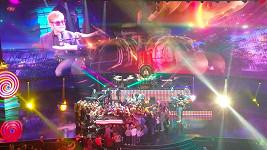 Eltona Johna se při koncertu dotknul fanoušek. To zpěváka rozčílilo k nepříčetnosti.