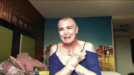 Stopáž videa, v němž zpěvačka pláče na dně svých psychických sil, je kolem 12 minut.