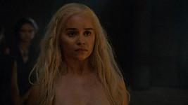 Emilia Clarke se nahotě v roli Daenerys Targaryen nevyhnula.