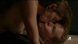 Takhle jsme Ashley Greene ve Srmívání rozhodně neměli možnost spatřit...