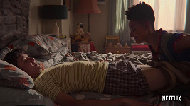 Asa Butterfield a Patricia Allison v seriálu Netflixu Sexuální výchova