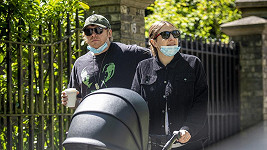 Rupert Grint vyrazil na procházku s partnerkou Georgiou a novorozenou dcerou.