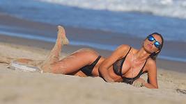 Modelka Charlie Riina pózovala na pláži v Malibu.