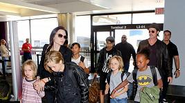 Brad Pitt a Angelina Jolie s dětmi
