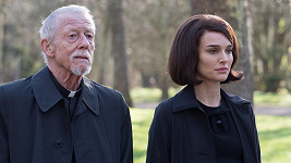 John Hurt s Natalií Portman ve filmu Jackie, který dorazí v únoru do kin.
