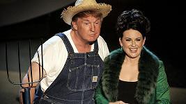 Donald Trump a Megan Mullally na udílení cen Emmy v roce 2005