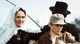 Zdena Hadrbolcová a Vladimír Dlouhý ve filmu Už zase skáču přes kaluže (1970)