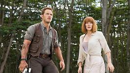 Bryce Dallas Howard s Chrisem Prattem ve filmu Jurský svět: Zánik říše