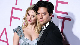 Lili Reinhart a Cole Sprouse