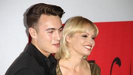 Pamela Anderson dorazila na filmovou premiéru s jedním ze svých synů.