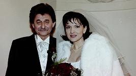 Jiří Brabec na svatebním snímku se Šárkou Rezkovou