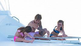 Justin Bieber se sestrami na dovolené na Barbadosu.