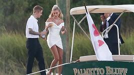 Justin Bieber a Hailey Baldwin se vzali i před zraky rodiny a přátel.