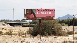 Serena Williams s dcerkou na billboardu v Palms Springs