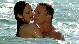 Daniel Craig si v roli Bonda dovede představit ženu.