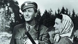Robert Vrchota a Květa Fialová ve filmu Plavecký mariáš z roku 1952