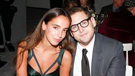 Jonah Hill a Gianna Santos podle amerických médií odvolali zásnuby.