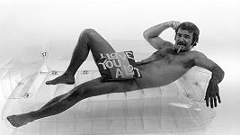 Burt Reynolds v roce 1972 pózoval nahý.