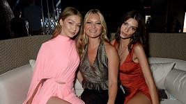 Gigi Hadid, Kate Moss a Emily Ratajkowski se sešly v Řecku.