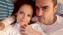 Bývalý snoubenec Simony Babčákové Ian Adensam už má novou lásku.