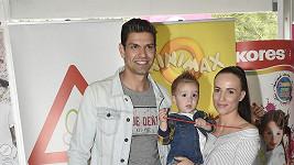 Petr Vojnar s partnerkou a synem