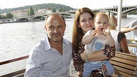 Karel Zaňák s partnerkou a synem Karlíkem