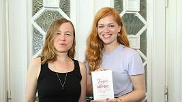 Ester Geislerová (vpravo) představila s Josefinou Bakošovou novou knihu.