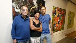 Simona Chytrová s Vítem Olmerem a jeho synem Matějem (vpravo)