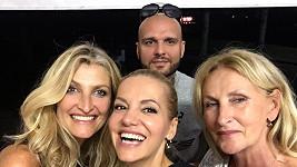 Dara se s námi podělila o společné selfie s Patrikem, Terezou a její maminkou.
