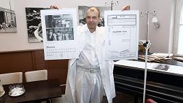 Petr Rychlý pokřtil v Thomayerově nemocnici kalendář.