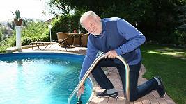 Luděk Sobota zvládne i sto bazénů