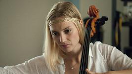 Bára Poláková jako Simona ve filmu Kvarteto