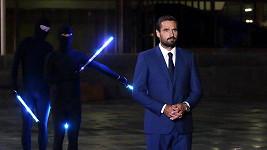 Vousatý Roman Šebrle při natáčení televizní znělky